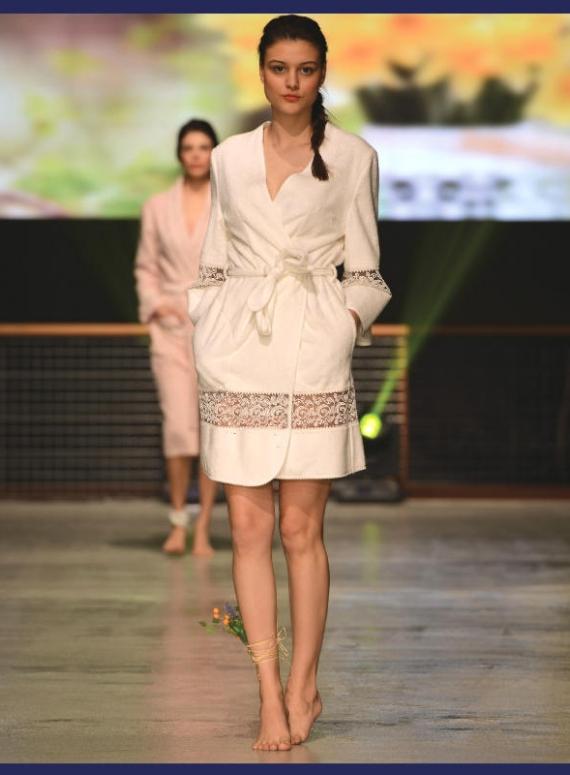 Maison D'or Evelyn женский махровый халат с кружевом кремовый