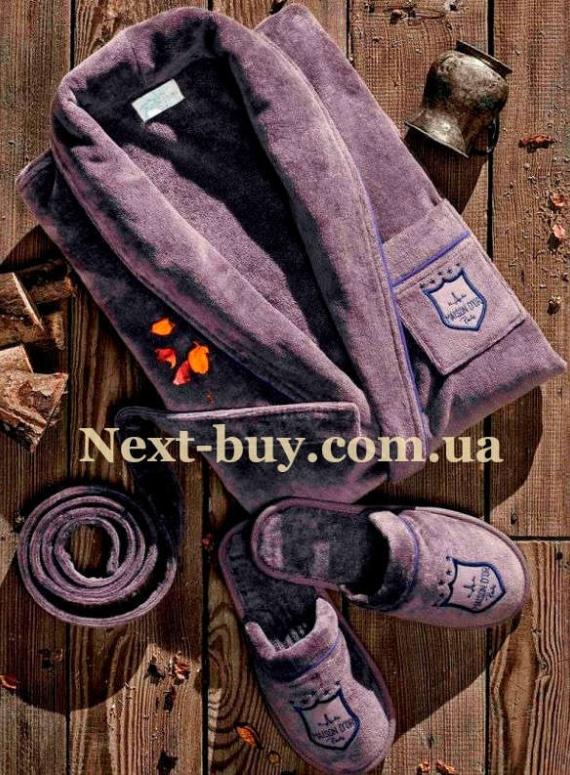 Мужской махровый халат Maison D'or Boswel с шалевым воротником и тапками фиолетовый