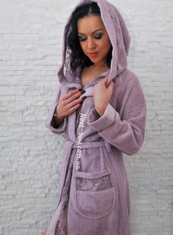 Maison D'or Veronique женский бамбуковый халат с капюшоном и  кружевом фиолетовый