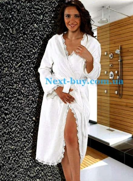 Женский халат бамбуковый Maison D'or Dina Long с кружевом