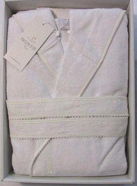 Женский халат бамбуковый Maison D'or Vassago с гипюром белый