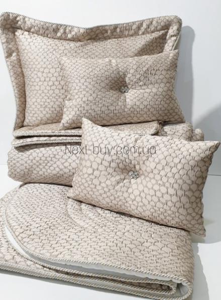 Pepper Home Natalie элитное покрывало 270х260см с наволочками и декоративными подушками бежевый с золотом